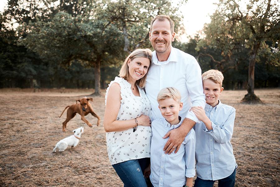 hanna Heider, fotografie, bayreuth, familienshooting, family shooting, natürliche Fotografie, Hunde, Familie, outdoorshooting